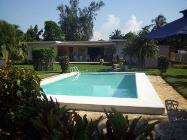 Casa particular con piscina alberca de jorge del busto for Casas con piscina en la habana